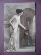 Lot De 5 CPA FEMME AVEC JARRE à La Fontaine ETUDE DRAPE De ROBE Belle Série édition Soignée TONS DOUX Genre PASTEL SEPIA - Women