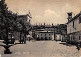 """M08943 """"SALUTI DA MOZZO-PIAZZA TRIESTE"""" ANIMATA - CART. ILLUSTR. ORIG. SPED.1964 - Bergamo"""