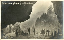 """6472 """"CRISSOLO-GROTTA RIO MARTINO-FOTO DI GRUPPO-7 SETTEMBRE 1930""""TIMBRO DEL FOTOGRAFO - FOTOCARTOLINA ORIGINALE - Luoghi"""