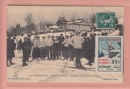 OLD POSTCARD - WINTERSPORT -   SKI -     GERARDMER - SKIEUSES ATTENDANT LE DEPART - Sports D'hiver