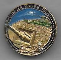 Ligne Maginot - On Ne Passe Pas -  Insigne En Métal Peint - Badges & Ribbons
