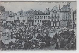 CPA Arras - La Place De La Vacquerie Un Jour De Marché (avec Très Belle Animation) - Arras