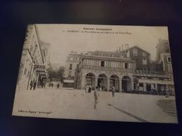 La Place Bellevue, Ses Cafés Et La Rue Victor Hugo - Biarritz