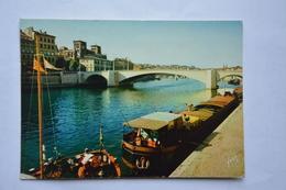 LYON-la Saone-le Pont De Tilsitt-et Cathedrale St. Jean-peniches A Quai - Lyon
