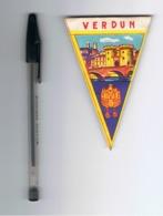 Mini Fanion En Tissu (style Toile Cirée ) - VERDUN  Tourisme, Voyage, Vacances,... ( Fr83) - Zonder Classificatie