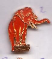 B98 Pin's éléphant Rouge Achat Immédiat - Animaux