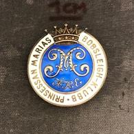 Badge Pin ZN008918 - Prinsessan Marias Bobsleigh Klubb Sweden 1913 SILVER - Wintersport