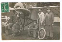 CARTE PHOTO - CPA PS V RR - AVIATEUR Eugène GILBERT (à Priori, Selon Autre CPA) Et Son équipe. - Aviatori