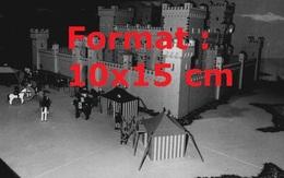Reproduction D'une Photographie Ancienne D'un Château Fort Fabriqué En Lego En 1981 - Riproduzioni