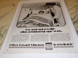 ANCIENNE PUBLICITE UN AMI QUI REVEILLE   BAYARD 1972 - Bijoux & Horlogerie