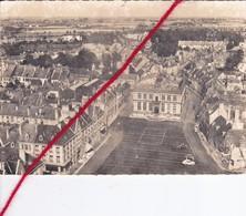 CP 59  - BERGUES   -   Vue Aérienne  Sur La Place De La République Et L'Hôtel De Ville - Bergues