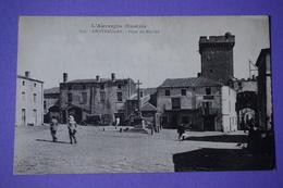 CPA 63 CHATEAUGAY PLACE DU MARCHE ANIMEE VOITURE AUVERGNE Canton CHATEL-GUYON - Autres Communes