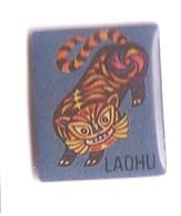 B102 Pin's Tigre LAOHU PANTHERE LEOPARD Tigre En Chinois Achat Immédiat - Animaux