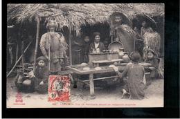 INDOCHINA Tonkin - Trio De Mendiants Devant Un Restaurant Annamite Ca 1910 Old Postcard - Vietnam