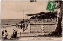 CPA Le Moulleau Arcachon 33. La Terrasse Du Grand Hôtel, Le Canon, Animée - Arcachon