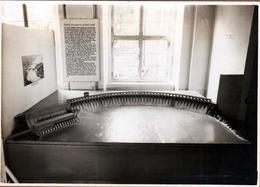 Grande Photo Originale Ausstellung Sowjet-Union Modell Des Dnepr-Stauwerkes - Maquette Du Barrage Du Dniepr - Plaatsen
