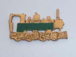 Pin's LOCOMOTIVE ANCIENNE VERTE - TGV