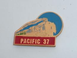 Pin's LOCOMOTIVE PACIFIC 37 - TGV