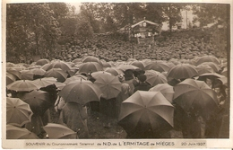 ERMITAGE DE MIEGES . COURONNEMENT SOLENNEL . 20 Juin 1937 . LA FOULE SOUS LES PARAPLUIES - France