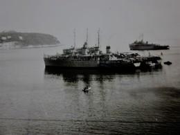 MARINE MARITIME PAQUEBOT-BATEAU-NAVIRE EN RADE DE .... Photographie Photos Photo Originale BATEAU A Identifier - Barche