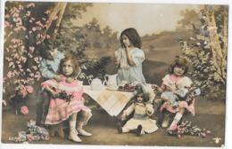 Petites Filles Prenant Le Goûter, Poupée, Couleur - Portraits