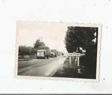 FACTURE (GIRONDE) PHOTO AVEC CAMIONS TRANSPORTEURS DE BOIS SEPTEMBRE 1952 - Plaatsen