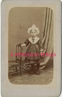 A Voir CDV 2 Sur 2-petite Fille Avec Coiffe Et Costume Régional- Vendée? Photo Anonyme Vers 1870 - Old (before 1900)