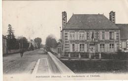 50 Pontorson. La Gendarmerie Et L'Arrivée - Pontorson