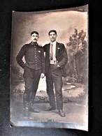 Carte Photo Studio D'un POILU Du 53 Eme Regiment D'Infanterie A PERPIGNAN Accomâgné D'un Civil - Oorlog 1914-18