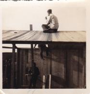 PHOTO ORIGINALE 39 / 45 WW2 WEHRMACHT FRANCE ÎLE DE RÉ SOLDATS ALLEMANDS CONSTRUCTION DES BARAQUES A SAINT MARTIN - Krieg, Militär