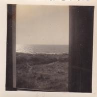 PHOTO ORIGINALE 39 / 45 WW2 WEHRMACHT FRANCE ÎLE DE RÉ VUE SUR LA MER PRISE DU POSTE DE GARDE ALLEMAND DE SAINT MARTIN - Krieg, Militär