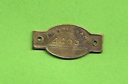 66 Perpignan Jeton-médaille Pour Chien Taxe Portant Un Numéro 4499 Dans Son Jus 3.2 X 1.6 Cms Cuivre Jaune - France