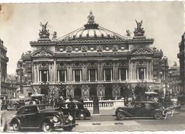 CPM. PARIS ET SES MERVEILLES .713. THEATRE DE L'OPERA + SUPERBES AUTOS EN 1er PLAN . Carte Non Ecrite - Arrondissement: 01