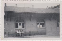 Photo Originale Luxembourg 1947  8 X 5,5 CM Auberge Auberge De Jeunesse ? - Plaatsen