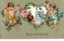 CPA  -  Embossée Ou Gaufrée   - Bonne Et  Heureuse Année  , Deux Anges Et Un Bouquet    -  écrite - New Year