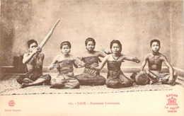 LAOS Groupe De Danseuses Laotiennes Assises - Laos