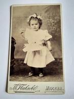CDV MOSCOU - Fillette Tenant Des Fleurs - Mode - 1897 - TBE - Photographs