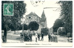 86170 NEUVILLE-DE-POITOU - Champ De Foire - Joli Groupe, église, Charrettes De Foin - Neuville En Poitou