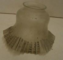 Lot. 1254. Globe Ou Tulipe De Lampe De Bureau Ou De Chevet. Verre Dépoli - Lampen