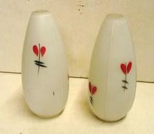 Lot. 1255. Deux Globes Ou Tulipes D'applique . Verre Dépoli Avec Feuilles - Lampen