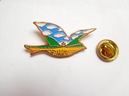 Beau Pin's , Oiseau Symbolisé - Animaux
