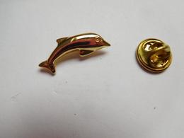 Superbe Pin's En Relief , Dauphin - Animaux