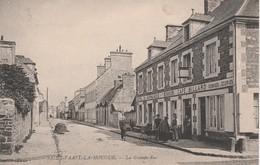 La Grande Rue - Saint Vaast La Hougue