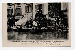 - CPA IVRY-PONT (94) - Inondations 1910 - Le Poste De Secours Et Les Barques De Sauvetage De La S.P.S. (belle Animation) - Ivry Sur Seine