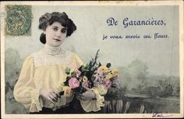 Cp Garancieres Yvelines, Dame Mit Blumen - France
