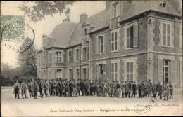 Cp Grignon Yvelines, Ecole Nationale D'Agriculture De Grignon, Jardin, Sortie D'Amphi - Frankrijk