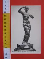 CA.16 ITALIA CARTOLINA CARD - 1910 FOTOGRAFICA NAPOLI MUSEO NAZIONALE SCULTURA BRONZO VENERE SI ACCONCIA CAPELLI - Sculture