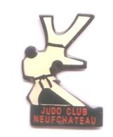 C118 Pin's JUDO CLUB NEUFCHATEAU VOSGES ACHAT IMMEDIAT - Judo