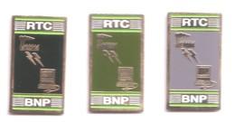S197 Pin's Bank Banque BNP 3 Pin's Noir Gris Et Vert Achat Immédiat Immédiat - Banken