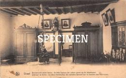 Binnenzicht Eener Hoeve : 2 Kamers Der Zieken Geven Op De Woonkamer - Geel - Geel